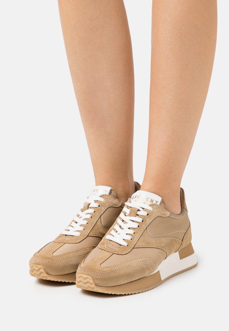Pavement - ELLIE - Sneakersy niskie - taupe