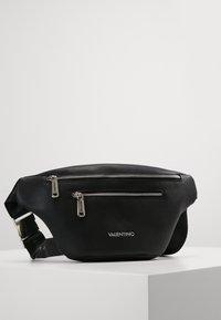 Valentino Bags - BRONN - Ledvinka - black - 0