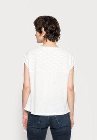 Opus - SEYMONA - Print T-shirt - milk - 2