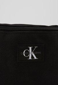 Calvin Klein Jeans - STREETPACK - Ledvinka - black - 3