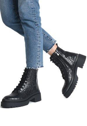 Platform ankle boots - black croco obl