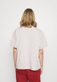 BDG Urban Outfitters - UNISEX - Basic T-shirt - ecru - 2
