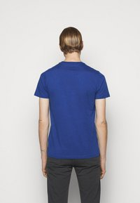 PS Paul Smith - MENS SLIM FIT DEVIL ZEBRA - Print T-shirt - blue - 2