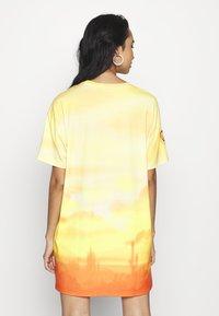 Jaded London - DRESS DESERT SUNSET HORSE PRINT - Jersey dress - yellow - 2