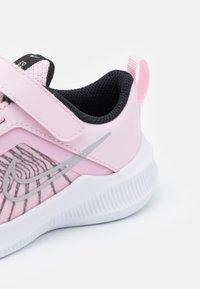 Nike Performance - DOWNSHIFTER 11  - Neutrální běžecké boty - pink foam/metallic silver/black/white - 5