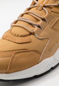Timberland - RIPCORD LOW SNEAKER - Sneakersy niskie - wheat - 5