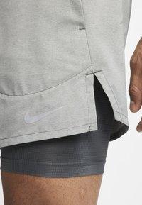 Nike Performance - Short de sport - iron grey/iron grey/heather - 4