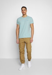 Superdry - Cargobyxor - cotswold gold - 1