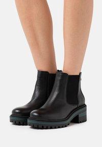 CAFèNOIR - Boots à talons - nero/verde - 0
