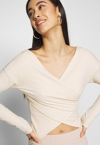 Nly by Nelly - CRISS CROSS SHOULDER - Long sleeved top - beige - 3