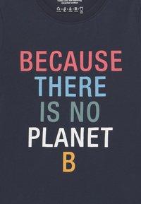 Ecoalf - BECAUSE UNISEX - Print T-shirt - midnight navy - 2