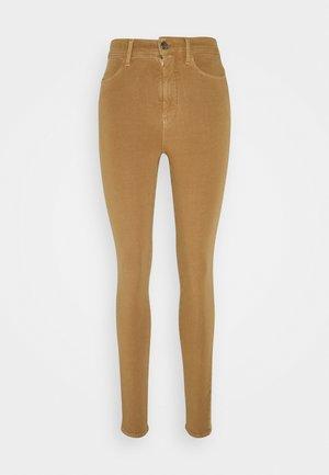 SCULPT SKINNY PANT - Jeans Skinny - brown