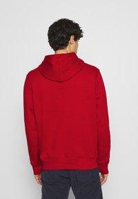 GAP - ARCH  - Bluza z kapturem - lasalle red - 2