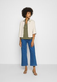 Marc O'Polo DENIM - TOMMA CROPPED - Relaxed fit jeans - pre fall blue - 1