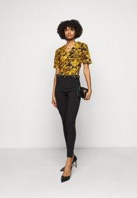 Versace Jeans Couture - LADY - Print T-shirt - black - 1