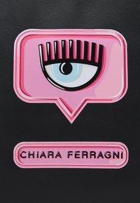 CHIARA FERRAGNI - RANGE EYELIKE PATCH - Tote bag - nero - 3