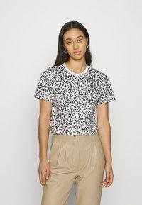 Puma - CLASSICS LOGO TEE - Print T-shirt - vaporous gray - 0