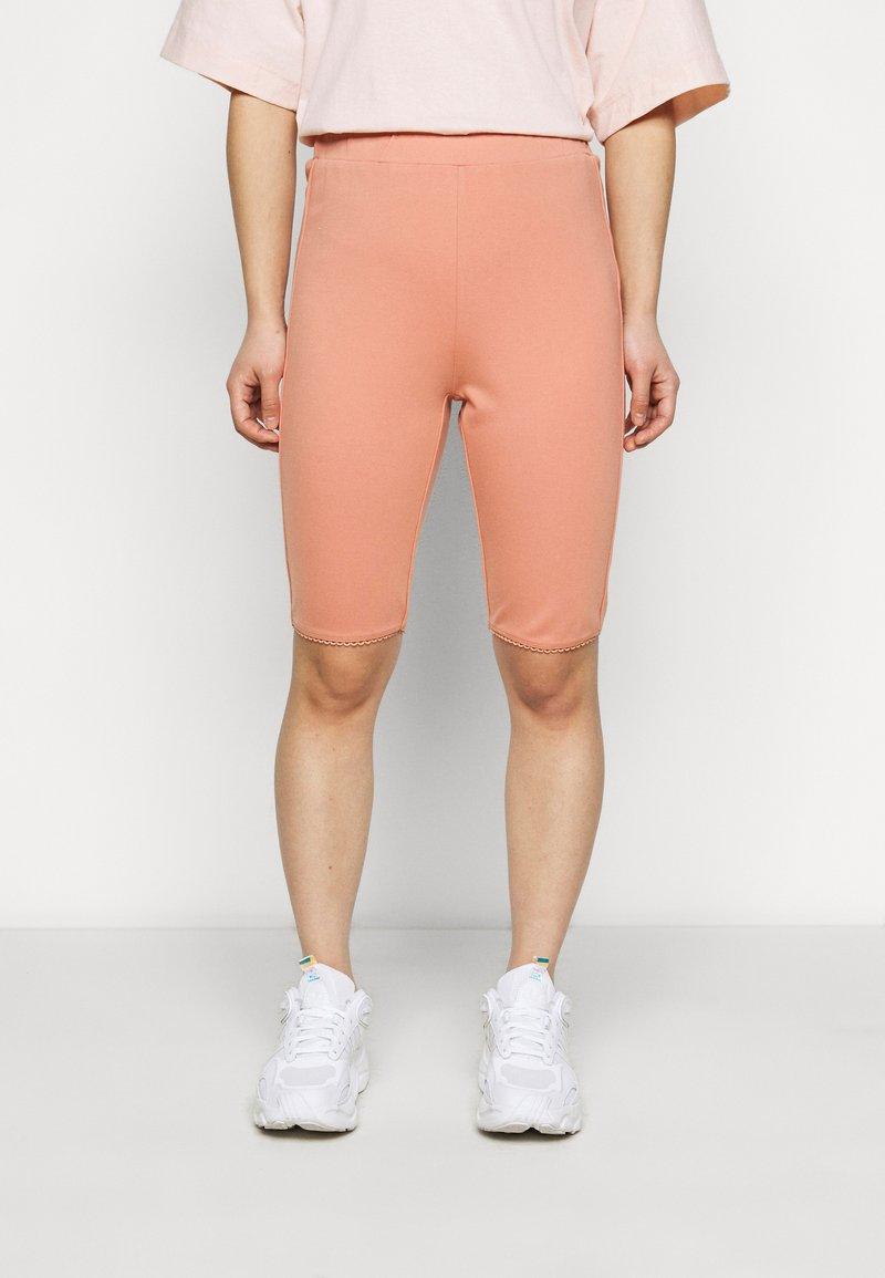 Fashion Union Petite - SORREL SHORT - Shorts - dusky orange
