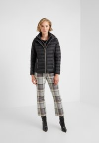 MICHAEL Michael Kors - SHORT PACKABLE PUFFER WITH HOOD - Down jacket - black - 1
