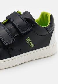 BOSS Kidswear - TRAINERS - Sneaker low - navy - 5