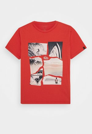 TORN APART YOUTH - Print T-shirt - chili