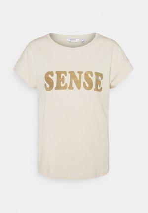 BYSAMIA SENSE - Print T-shirt - oyster