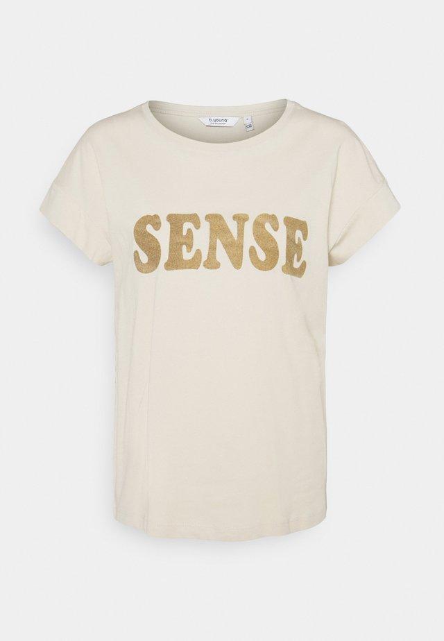 BYSAMIA SENSE - T-shirt imprimé - oyster