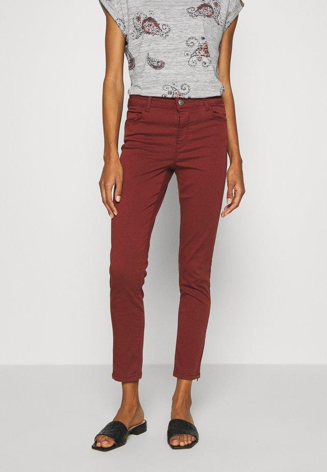 SHADI PATRIZIA  - Trousers - brick
