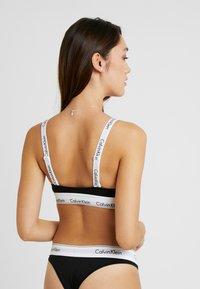 Calvin Klein Underwear - MODERN BRANDED STRAP TRIANGLE - Triangel BH - black - 2