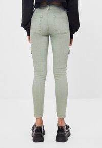 Bershka - Pantaloni cargo - green - 2