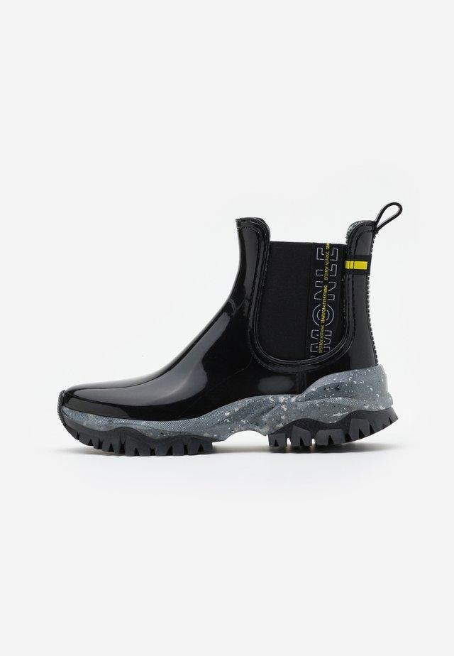 CLEVA - Botas de agua - black