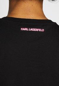KARL LAGERFELD - IKONIK POCKET TEE GLASSES - T-shirt z nadrukiem - black - 5