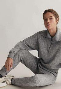 OYSHO_SPORT - Teplákové kalhoty - light grey - 4