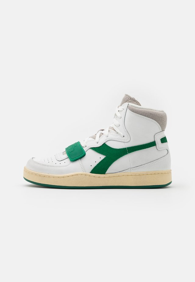 MI BASKET USED UNISEX - Zapatillas altas - white/verdant green