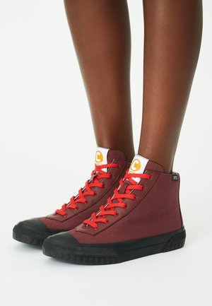 High-top trainers - burgundy