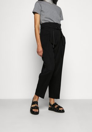 WOOL ORIGAMI PLEAT PANT WITH BELT - Kalhoty - black