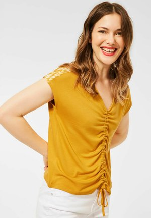 MIT RAFFUNG - Print T-shirt - gelb