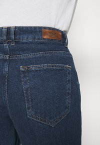 ONLY - ONLTROY LIFE CARROT - Jeans baggy - dark blue denim - 4
