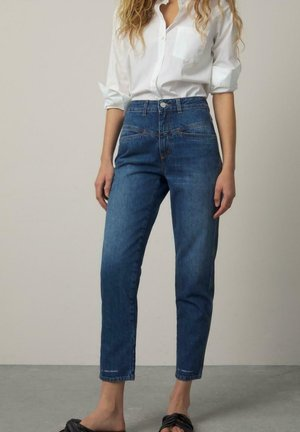 PEDAL PUSHER - Relaxed fit jeans - blue
