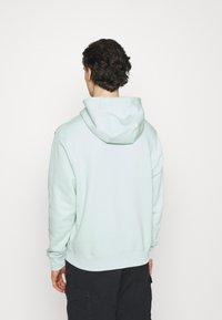 Nike Sportswear - CLUB HOODIE - Sweatshirt - pistachio frost - 2