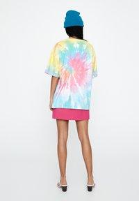 PULL&BEAR - T-shirt imprimé - multi-coloured - 2