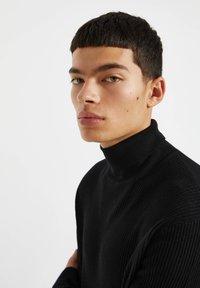 PULL&BEAR - Stickad tröja - black - 3