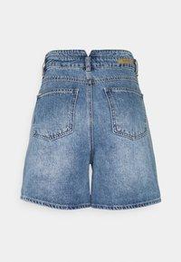 b.young - BYKATO BYKOLBY - Denim shorts - ligth blue denim - 1