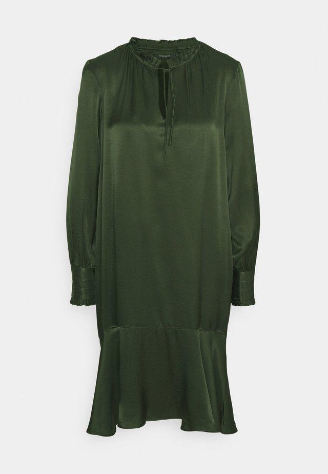 BAUME ESTE DRESS - Cocktailkleid/festliches Kleid - green night