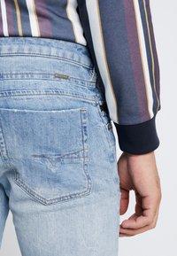 Diesel - D-BAZER - Slim fit jeans - 0095v01 - 6
