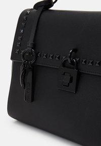 Steve Madden - BLEXXY TOTE - Handbag - black - 3