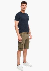 s.Oliver - REGULAR FIT - Shorts - khaki - 1