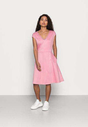 VITINNY DRESS PETITE - Jersey dress - misty rose
