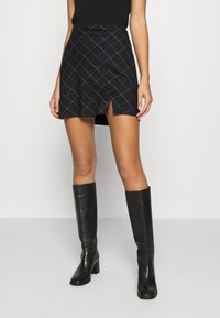 Abercrombie & Fitch - PLAID MINI SKIRT - Mini skirt - black - 0