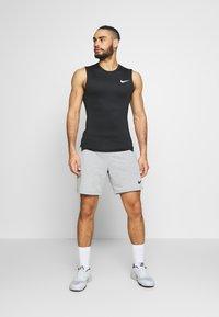 Nike Performance - M NP TOP SL TIGHT - Camiseta de deporte - black /white - 1